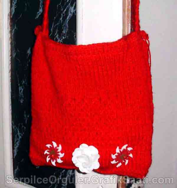 Serpilce.ile Serpilce örgüler örgü modelleri örnekleri modelli örgüler Kırmızı aplike çiçek süslü çanta