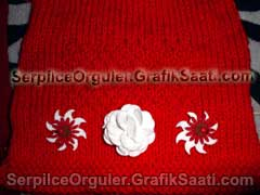 Serpilce.ile Serpilce örgüler örgü modelleri örnekleri kırmızı çiçek süslemeli yün çanta